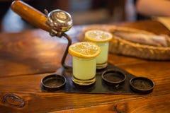 Dois coctails especiais do limão imagens de stock
