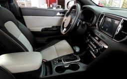 Dois coloriram bancos de carro dentro do veículo após a limpeza dos assentos Fotos de Stock