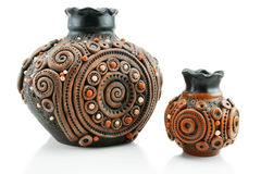 Dois coloriram vasos da argila isolados Foto de Stock