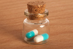 Dois comprimidos no frasco Foto de Stock