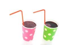 Dois copos bebendo coloridos com limonada Fotos de Stock