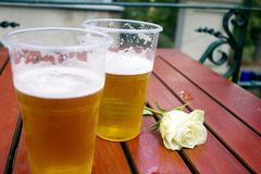 Dois copos da cerveja Imagens de Stock