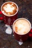 Dois copos de café para amantes preparam-se para o café da manhã com espaço vazio da cópia Imagem de Stock Royalty Free