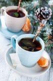 Dois copos de chá com a árvore do saquinho de chá e do xmas Foto de Stock Royalty Free