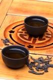 Copos de chá chineses e puerh selvagem Imagens de Stock Royalty Free