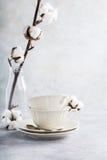 Dois copos de chá retros da porcelana foto de stock royalty free