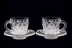 Dois copos de cristal em um fundo preto Fotografia de Stock Royalty Free