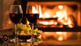 Dois copos de vinho do vinho tinto na tabela Imagem de Stock Royalty Free