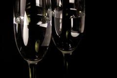 Dois copos de vinho e maçãs Fotografia de Stock Royalty Free