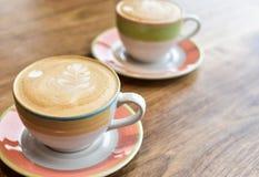 Dois copos do cappuccino imagem de stock royalty free