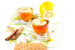 Dois copos do chá imagens de stock royalty free
