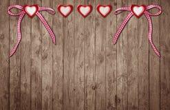 Dois corações com laço e três corações sem laço Imagens de Stock Royalty Free