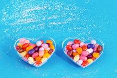 Dois corações com os doces no fundo azul foto de stock royalty free
