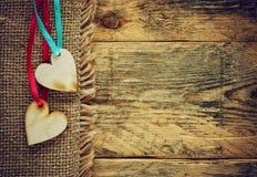 Dois corações da madeira compensada em fitas Fotografia de Stock Royalty Free