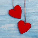 Dois corações de madeira Fotos de Stock