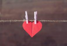 Dois corações de papel juntados junto Imagem de Stock