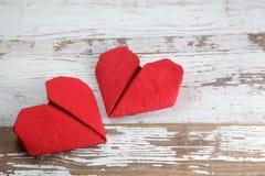 Dois corações de papel vermelhos Fotos de Stock Royalty Free
