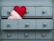 Dois corações dentro de uma gaveta em um armário fotografia de stock royalty free