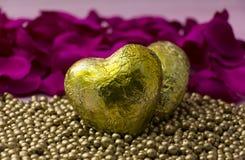 Dois corações dourados Fotografia de Stock Royalty Free
