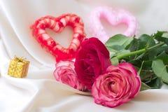 Dois corações e rosas Fotografia de Stock Royalty Free