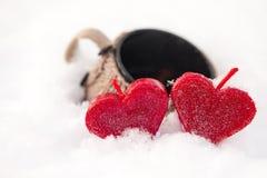 Dois corações e um copo do chá Foto de Stock