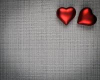Dois corações em fundo textured fotos de stock