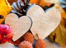 Dois corações em um fundo do outono Fotografia de Stock