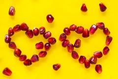Dois corações no amarelo Fotografia de Stock