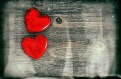 Dois corações Rosa vermelha Estilo do vintage com efeito do grunge Imagem de Stock