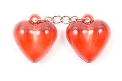 Dois corações vermelhos juntados por uma corrente Fotos de Stock