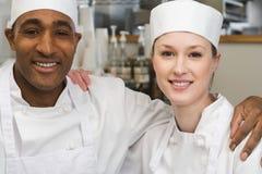 Dois cozinheiros chefe imagem de stock royalty free
