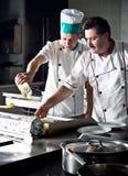 Dois cozinheiros chefe Imagens de Stock
