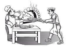 Dois cozinheiros chefe que fazem a pizza Imagem de Stock
