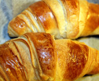 Dois croissant cozidos flocosos Fotografia de Stock