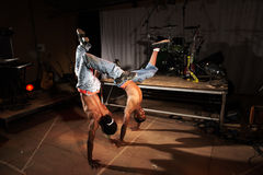 Dois dançarinos de hip-hop fotografia de stock