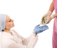 Dois doutores com droga Fotos de Stock Royalty Free
