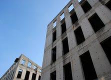 Dois edifícios cinzentos inacabados Foto de Stock Royalty Free