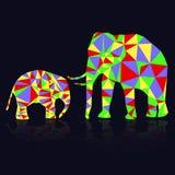 Dois elefantes abstratos coloridos dos triângulos Fotografia de Stock Royalty Free