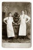 Dois empregados de mesa ou padeiros imagens de stock