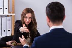 Dois empresários que têm a conversação imagem de stock