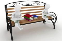 Dois estudantes estão sentando-se em um banco e estão lendo-se dos livros Imagens de Stock Royalty Free