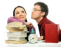 Dois estudantes que fazem trabalhos de casa Imagens de Stock