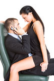 Dois executivos novos no escritório relaxado Imagens de Stock Royalty Free