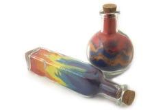 Dois frascos com areia colorida fotos de stock