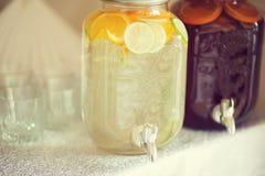 Dois frascos da água com cal e a laranja frescos Imagens de Stock Royalty Free