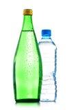 Dois frascos da água mineral isolados no branco Fotos de Stock