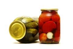 Dois frascos de vegetais salgados Imagens de Stock