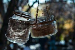 Dois frascos de vidro na corda fotos de stock