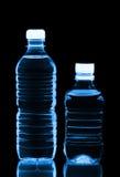 Dois frascos plásticos da água fotos de stock royalty free