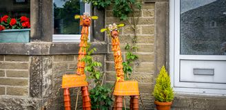 Dois girafas feitos dos potenciômetros da planta imagem de stock